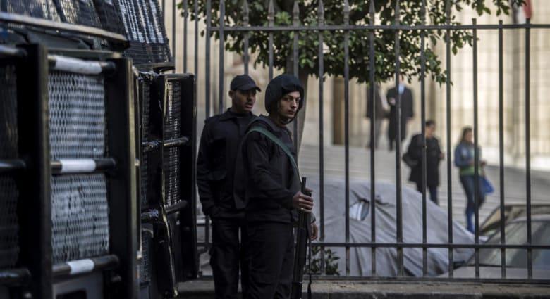 مصر.. إصابة شرطيين في هجوم بالأسلحة النارية قرب إحدى السفارات الأفريقية بالجيزة