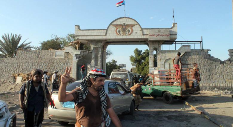 """اليمن.. الحوثيون على مشارف عدن والعرب يبحثون """"التدخل"""" وغموض مكان هادي"""