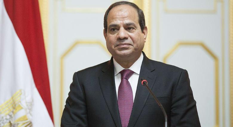 السيسي يؤيد القوة العربية المشتركة ويحذر من خطر غير تقليدي لاستخدامات الانترنت