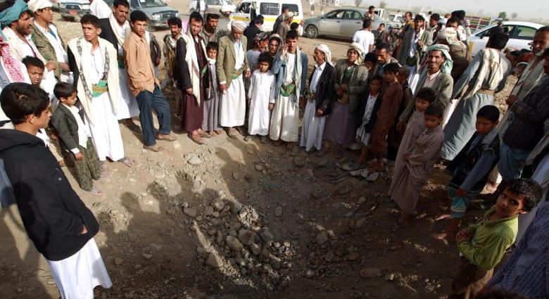 """عاصفة الحزم.. """"الدفاع الحوثية"""" تؤكد سقوط 40 قتيلاً بقصف طال مخيماً للنازحين شمال اليمن"""
