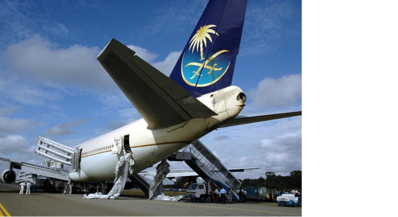 """المتحدث باسم """"عاصفة الحزم"""": مطار نجران أوقف مؤقتا بسبب إطلاق نار عشوائي وأعيد فتحه"""