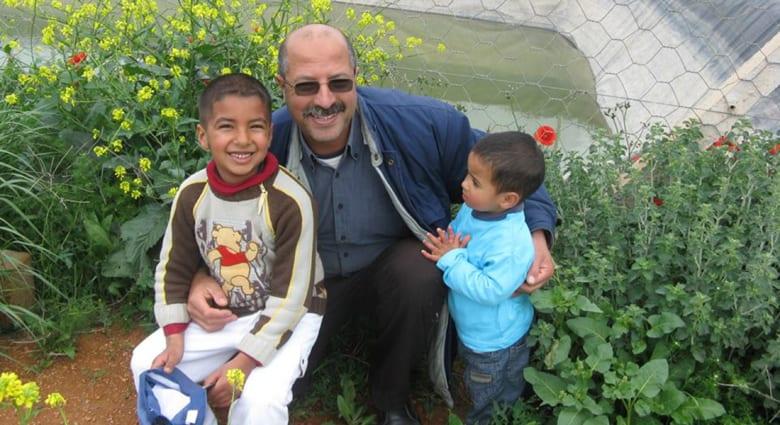 عبد الرحيم يشاوي.. فلاح مغربي يخوض حربًا على الإنترنت لإلغاء الساعة الإضافية