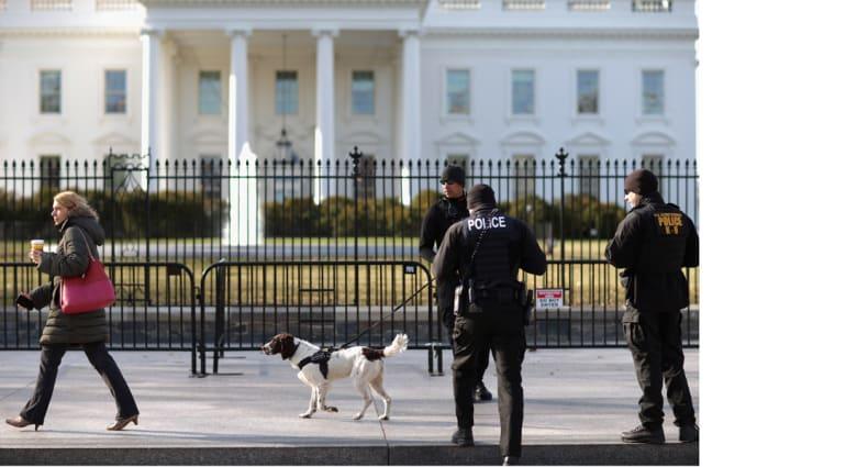 آخر فضائح الأمن الرئاسي الأمريكي .. مسؤول طلب من موظفة ممارسة الجنس وحاول تقبيلها