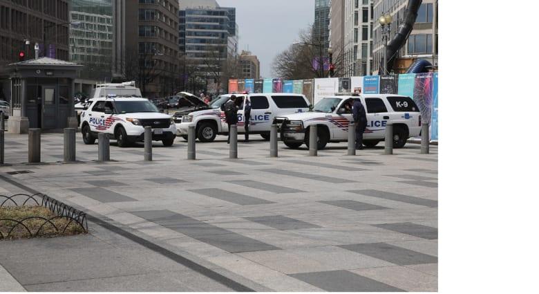 إطلاق نار ومطاردة في واشنطن تنتهي بجريحين واعتقال المشتبه فيه