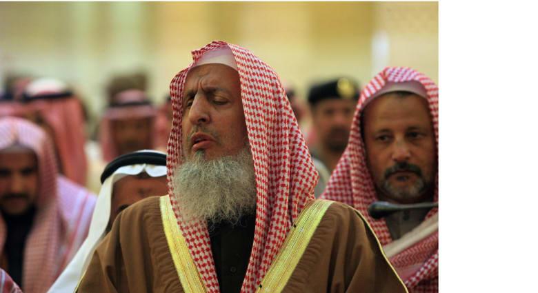 مفتي السعودية يدعو إلى فرض التجنيد الإجباري على الشباب لمواجهة الأعداء