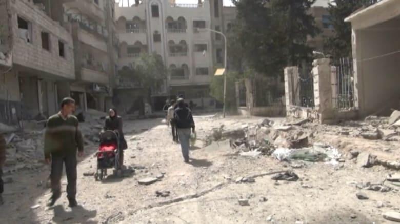 بالفيديو.. سكان مخيم اليرموك بين فكي كماشة النظام وداعش