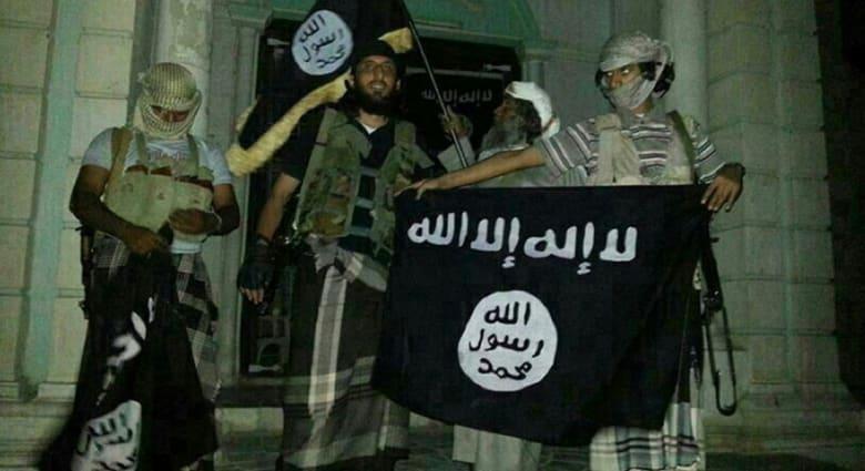 مسؤول يمني لـCNN: القاعدة بشبه الجزيرة العربية اجتاحت مطار الريان جنوب شرق اليمن