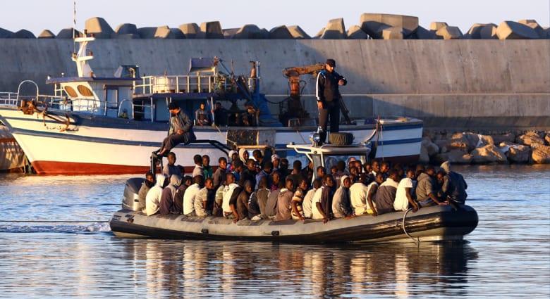 """لماذا يخاطر آلاف المهاجرين بأرواحهم في سبيل الوصول إلى """"الأرض الموعودة""""؟"""