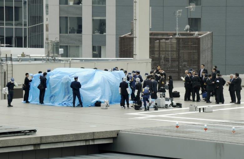 اعتقال المسؤول عن هبوط طائرة تحوي آثار مواد مشعة على سطح مكتب رئيس الوزراء الياباني