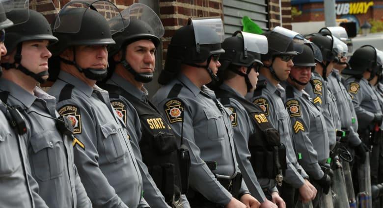 أمريكا.. المدعي العام في بالتيمور: توجيه تهم بحق 6 عناصر بالشرطة بقضية وفاة فريدي غراي