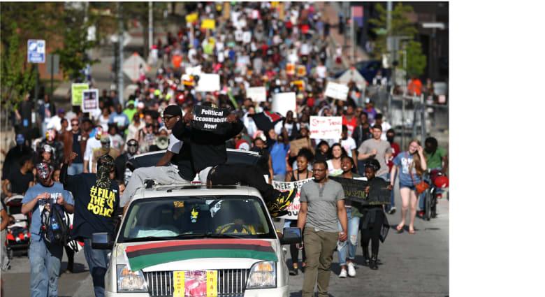 بالتيمور.. العمدة تنهي حظر التجوال المفروض على المدينة بعد مسيرة سلمية