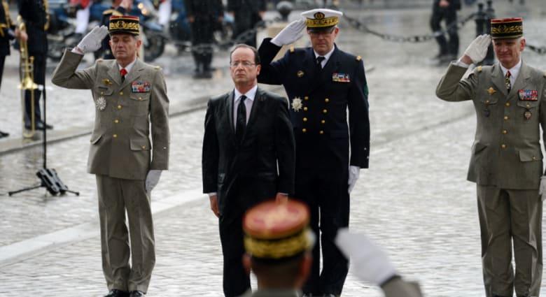 هولاند يؤكد ارتباط أمن فرنسا بأمن الخليج وأكاديمي سعودي يعلق: مواقفه تجلجل في البيت الأبيض.. وكرت أصفر لأوباما