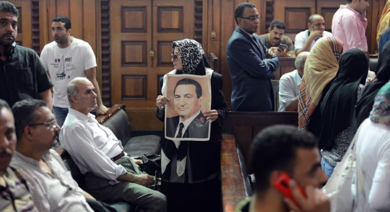 """السجن المشدد 3 سنوات لمبارك ونجليه بإعادة محاكمة """"ألقصور الرئاسية"""""""