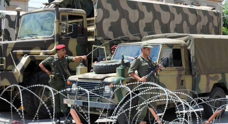 """تونس.. أعمال عنف وإحراق مركز أمني بولاية """"قبلي"""" والجيش يدفع بتعزيزات عسكرية"""