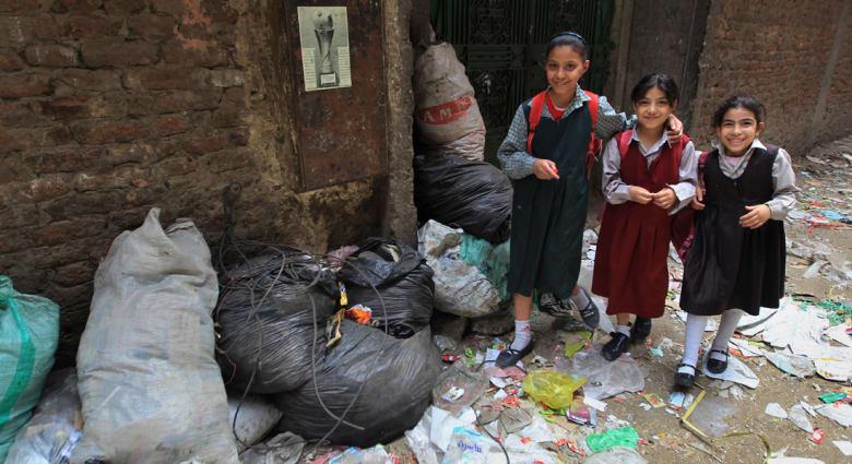 """ضجة بمصر لإقصاء مسبق لـ""""ابن عامل النظافة"""" من العمل بالقضاء تنتهي باستقالة وزير العدل"""