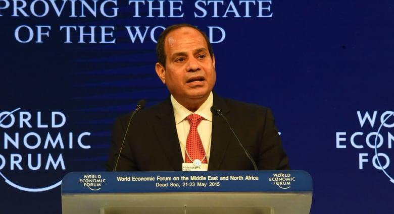 """السيسي يعلن تنظيم منتدى """"دافوس 2016"""" في مصر ويحذر من """"تحولات جذرية"""" بالمنطقة"""
