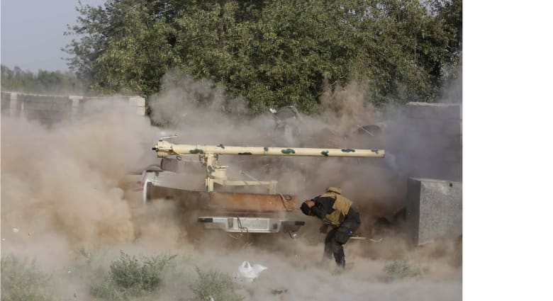 """مقتل 30 جنديا عراقيا في 3 تفجيرات انتحارية نفذها عناصر """"داعش"""" على موقع للجيش"""