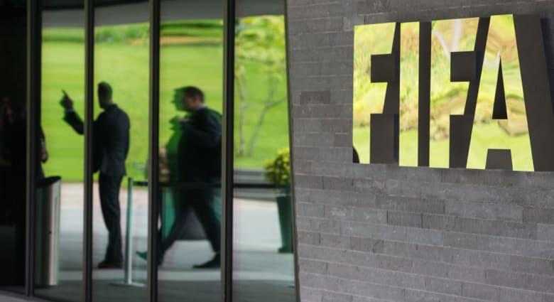 """ملخص ما جرى بملف اعتقالات فيفا.. 7 مسؤولين اعتقلوا لاتهامهم بـ """"مخطط عمره 24 عاما لإثراء أنفسهم من خلال الفساد بكرة القدم العالمية"""""""