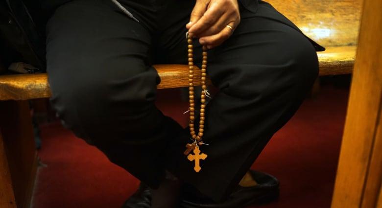 """مسيحي يفوز بقرعة """"العمرة"""" لأول مرة في مصر.. هل هذه هي حقيقة ما حدث؟"""