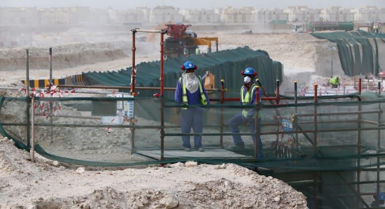 قطر تتهم صحيفة أمريكية بتشويه الإحصائيات وتطالبها بالاعتذار بعد تقرير يتوقع وفاة 4 آلاف عامل قبل كأس العالم