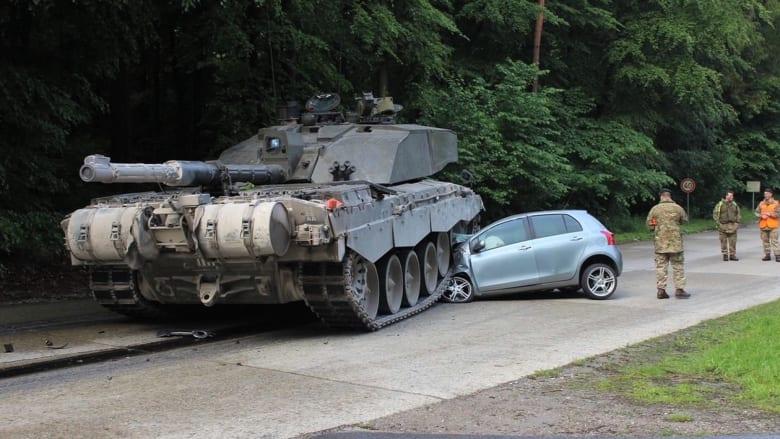 أغرب من الخيال: اصطدام مراهقة ألمانية بدبابة في شارع بعاصمة ألمانيا