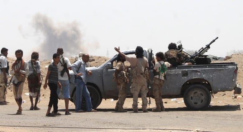 """أنباء عن غارة مدمرة على مقر قيادة القوات اليمنية بصنعاء وعسيري يتهم الحوثيين بالبحث عن """"نصر إعلامي"""""""