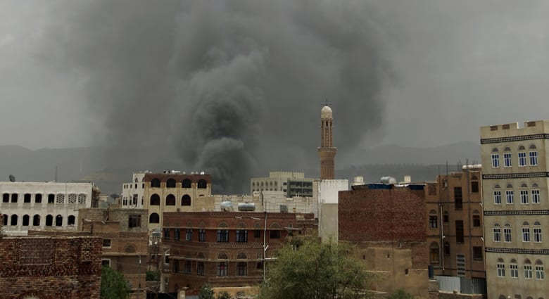 """تقارير """"حوثية"""" عن مئات القتلى والجرحى بقصف سعودي على صنعاء وإمطار """"ظهران الجنوب"""" بالصواريخ"""