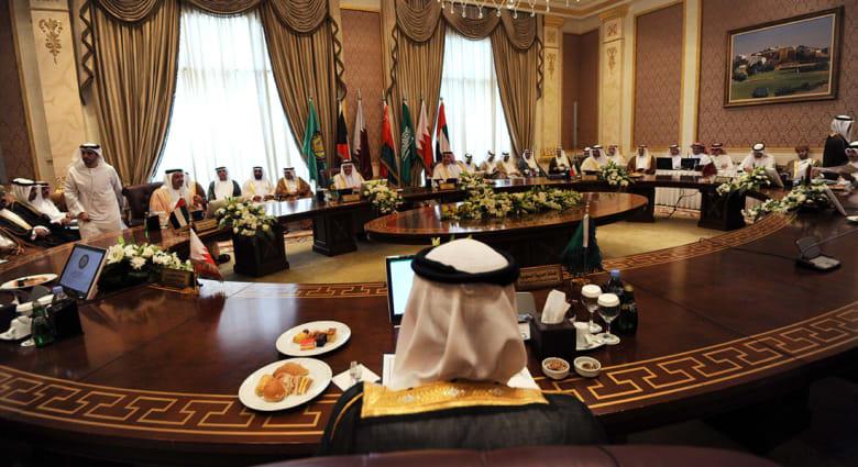 """اجتماع الرياض يبقي """"المبادرة الخليجية"""" مخرجاً للأزمة اليمنية ويدعم """"حلاً سياسياً"""" بسوريا"""