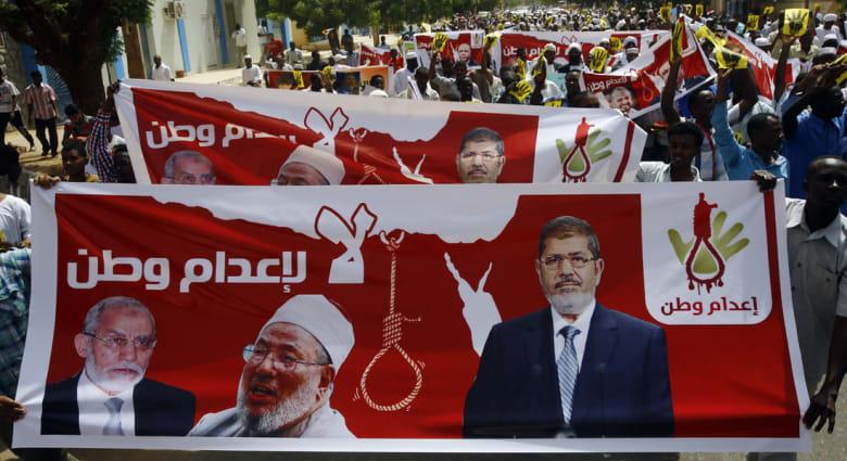 """القاهرة بتعميم للسفارات والصحفيين الأجانب: وصف محاكمات مرسي وإخوانه بـ""""المسيسة"""" إساءة متعمدة"""