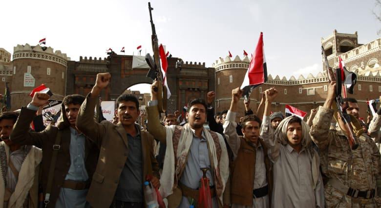 داعش يستهدف مساجد ومقرات سياسية للحوثيين بأربع سيارات مفخخة بقلب صنعاء.. وقواتهم تتراجع بتعز
