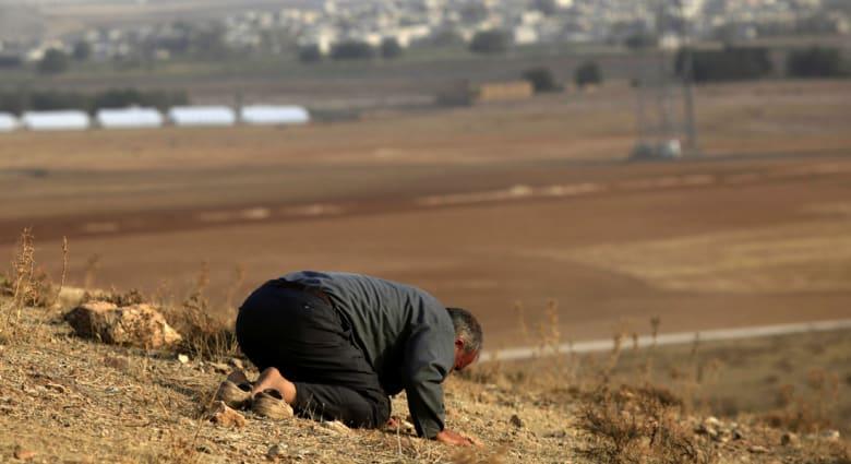 "إذا رغبتم في هزم داعش فلا تشيطنوه... فقط اسخروا منه و""سخّفوه"""