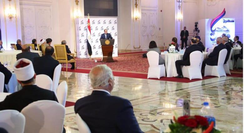 """السيسي يطالب الجيش بتوفير علاج فيروس """"سي"""".. ويقول لرجال الأعمال: """"عشان تاخد لازم تدي"""""""