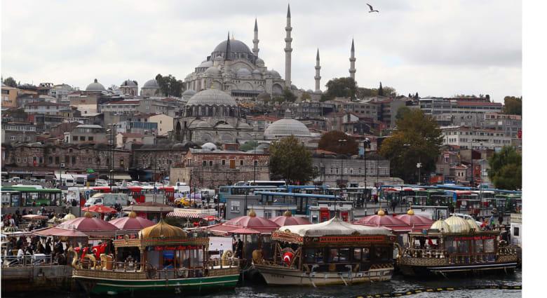 الشرطة التركية تفرق مسيرة للمثليين في وسط اسطنبول لتعارضها مع حرمة رمضان