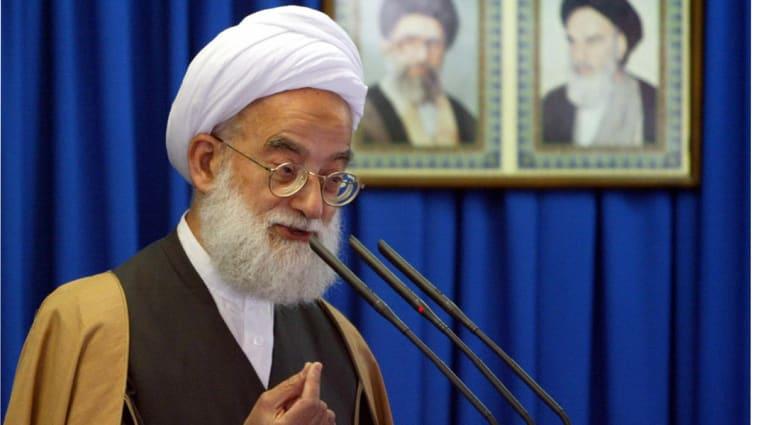 """خطيب الجمعة في طهران: السعودية دولة تدار من قبل الكيان الصهيوني وتدعم """"داعش"""" لبث الفتنة بالمنطقة"""