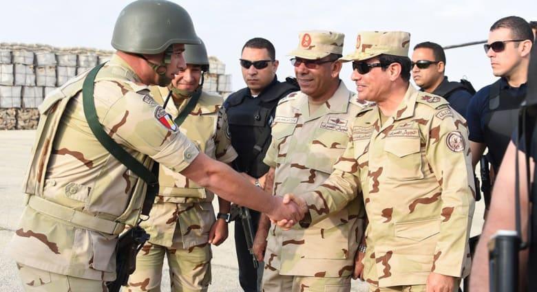 السيسي يزور سيناء بالزي العسكري بعد الهجمات الدامية.. ويؤكد: التاريخ سيتوقف طويلا أمام بطولات الجيش المصري