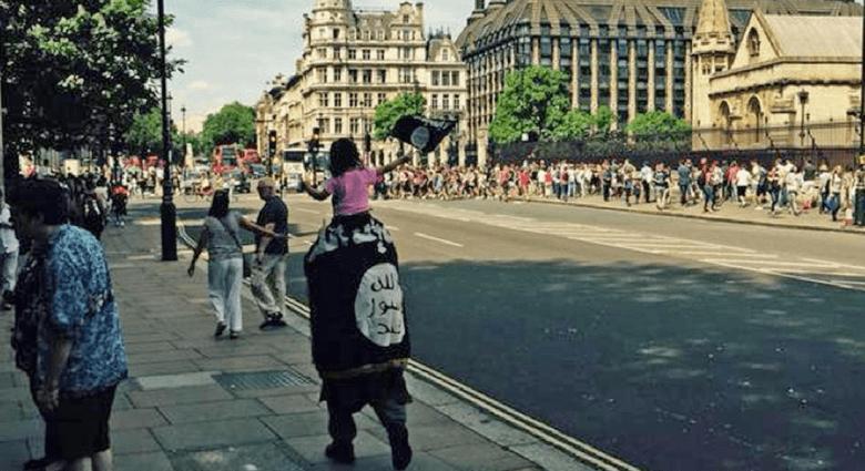"""انتقادات للشرطة البريطانية لعدم اعتقال شخص تجول بعلم """"داعش"""" في لندن"""