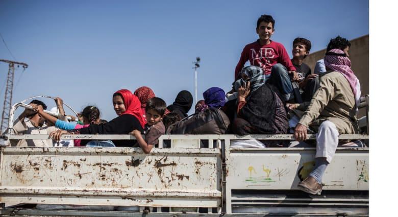 """""""داعش"""" يدحر القوات الكردية في الرقة ويبسط سيطرته على مدينة عين عيسى"""