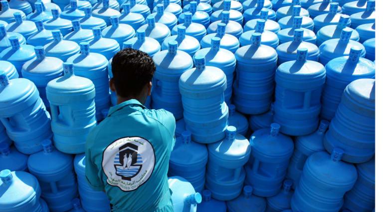 """السلطات السعودية تضبط موقعا لتصنيع وتعبئة مياه """"زمزم مغشوشة"""""""