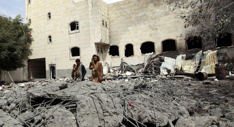 """اليمن.. 50 قتيلاً وعشرات الجرحى بقصف جوي استهدف سوقاً في """"لحج"""""""