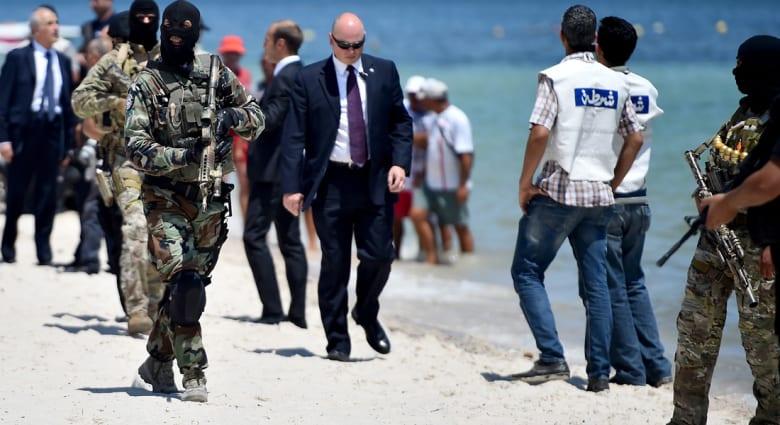 """تونس تبدأ بناء جدار وخندق بطول 168 كيلومترا على حدودها مع ليبيا.. وفرنسا تعلن مقتل قيادي في """"القاعدة ببلاد المغرب"""""""