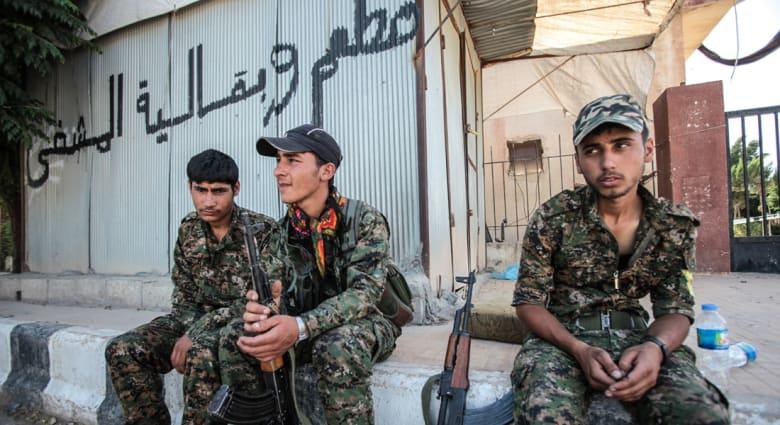 """سوريا.. مقاتلو الوحدات الكردية يستعيدون """"عين عيسى"""" باتجاه معقل """"داعش"""" في الرقة"""