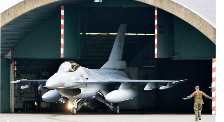 """قائد القوة الجوية العراقية: تسلم طائرات F-16 بات قريبا وستقلب موازين الحرب مع """"داعش"""""""