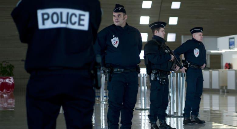 مصدر بالشرطة الفرنسية لـCNN: عملية احتجاز رهائن محتملة في مجمع تجاري شمال باريس