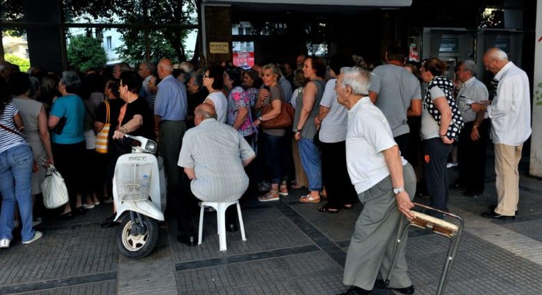 """رغم الإعلان عن """"اتفاق إنقاذ"""" أوروبي.. اليونان تبقي بنوكها مغلقة وتقييد السحب النقدي"""
