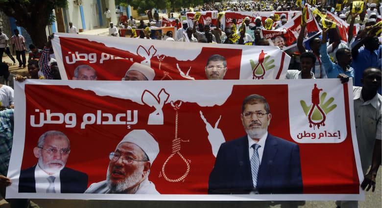 """""""القرضاوي"""" بعد أنباء عن حكم ضده: """"الأسد"""" تعلم من """"السيسي"""" إصدار أحكام الإعدام"""