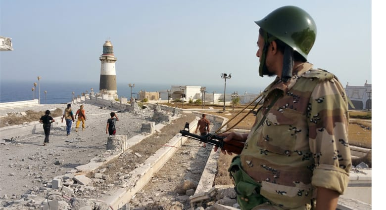 مباحثات عسكرية يمنية أردنية.. 1000 قتيل في عدن ودفعة جديدة من الوزراء عائدون خلال أيام