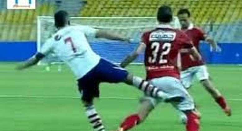 """""""شلوت القمة"""" يتسبب بإيقاف حازم إمام 3 مباريات وعمرو جمال ينفي إلقاء قميص الأهلي"""