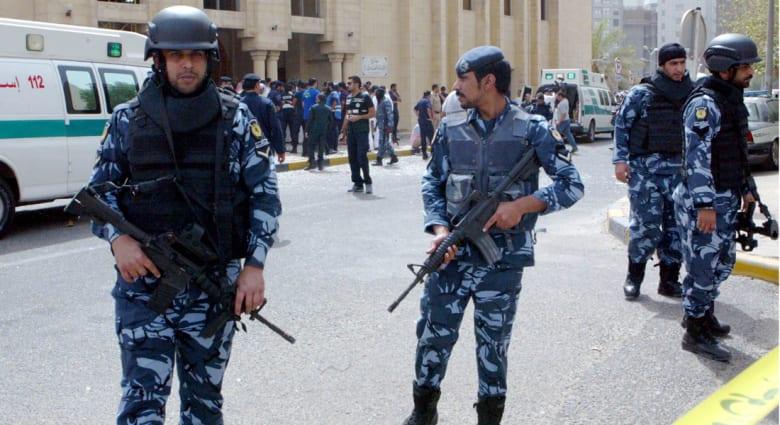 """أمير الكويت يدعو إلى التمسك بالوحدة الوطنية بعد تفجير """"داعش"""" لمسجد الصادق"""