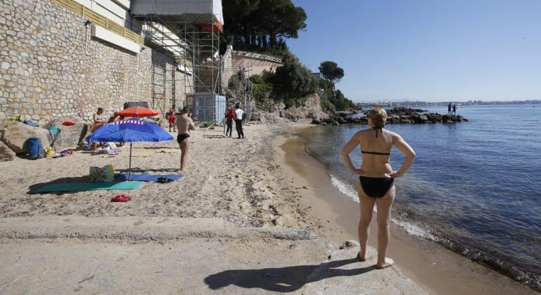شاطئ ميراندول الفرنسي يفتح أبوابه أمام السياح بعد سفر الملك السعودي إلى المغرب