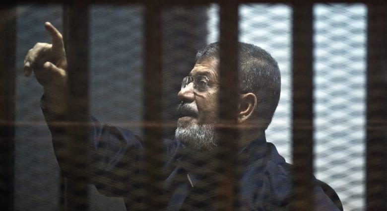 """مصر.. تأجيل محاكمة مرسي بقضية """"التخابر مع قطر"""" للاثنين والسماح بحضور ذوي المتهمين"""